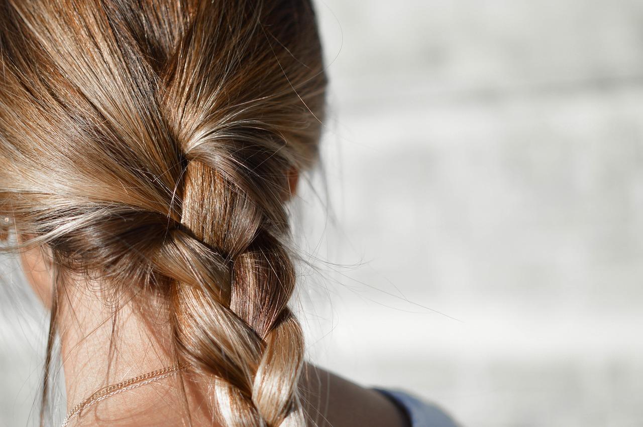 Na czym powinna polegać prawidłowa pielęgnacja włosów?