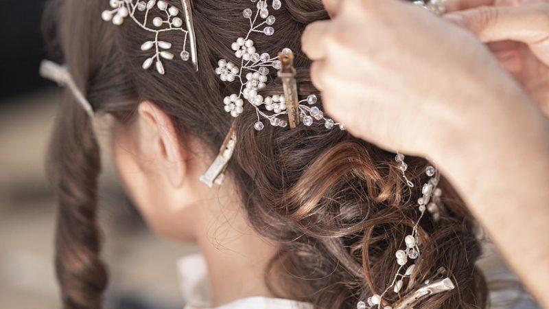 Wizyta w salonie fryzjerskim to szereg korzyści dla włosów