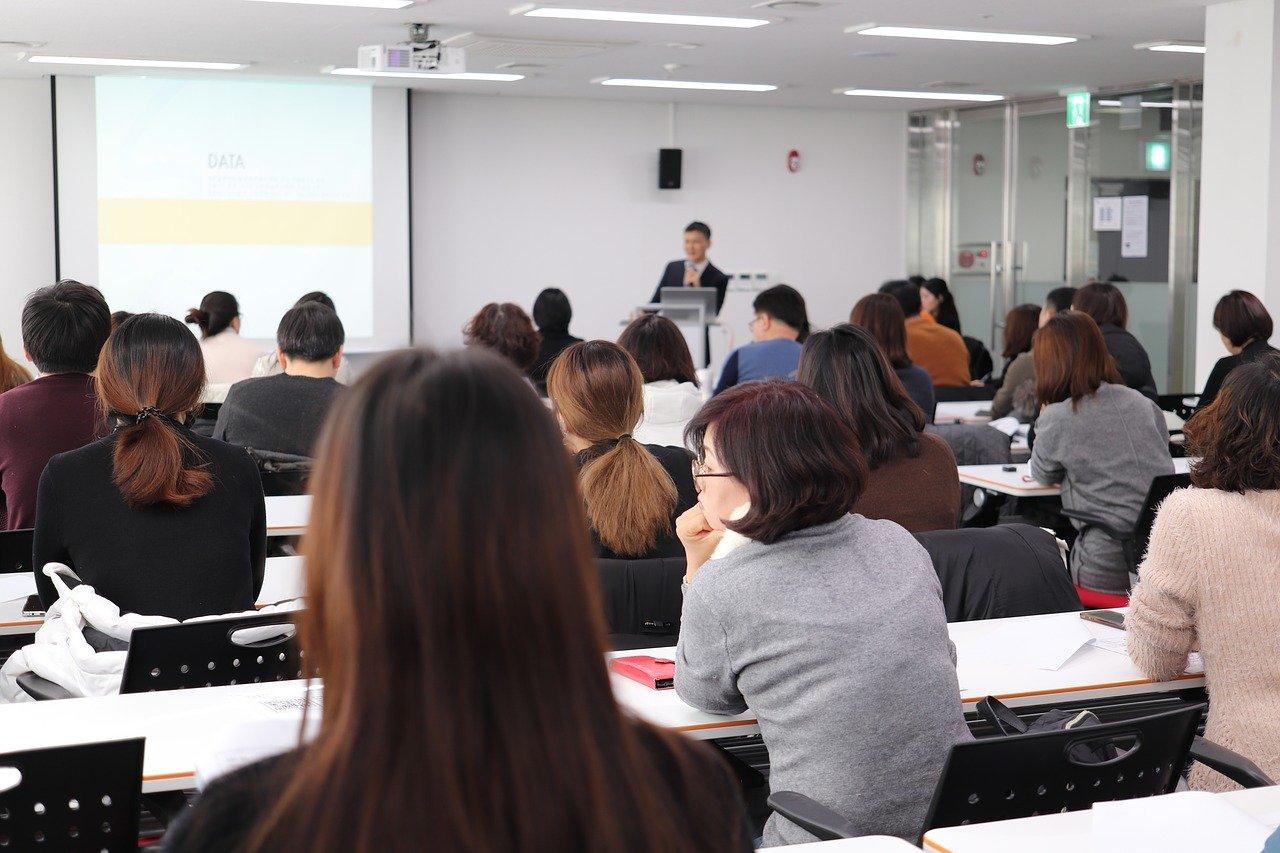 Studia na dobrej uczelni zwiększają nasze szanse na rynku pracy