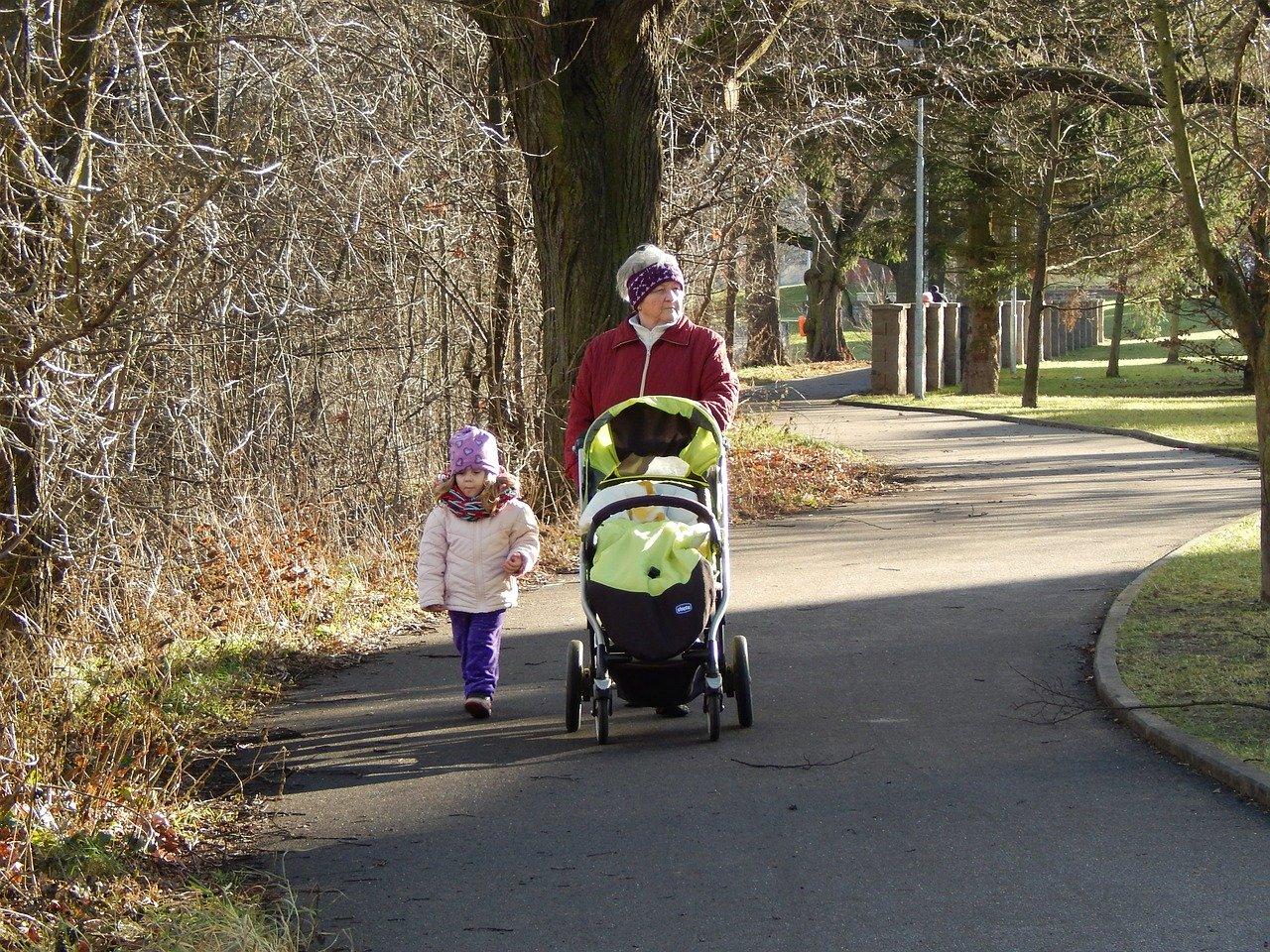 Wyprawka dla noworodka i nie tylko, czyli kupujemy wózek