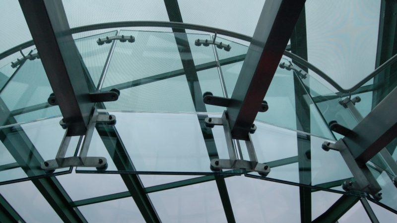 Nowoczesne i stylowe schody ze szkła