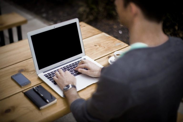 Czy lepiej zdecydować się na zakup czy wynajem sprzętu elektronicznego?