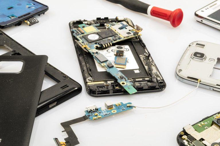 Jak znaleźć pomoc w przypadku awarii telefonu?