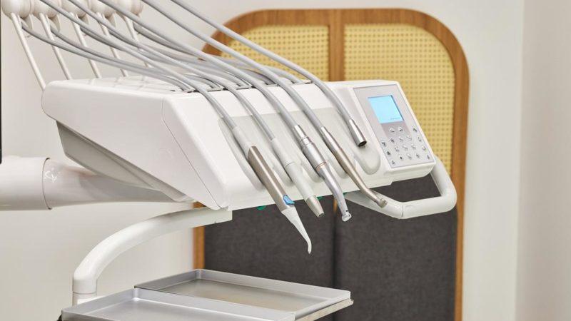 Zalety noszenia aparatu ortodontycznego są liczne