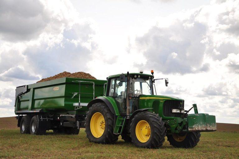 Do maszyn rolniczych możemy dobrać odpowiedni osprzęt