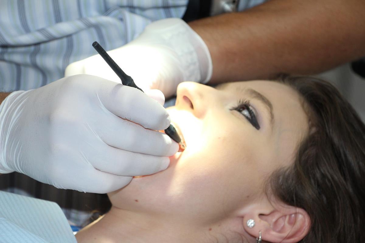 Nie pozwól, aby problemy z zębami sprawiały Ci kłopoty i postępuj zgodnie z tą radą!