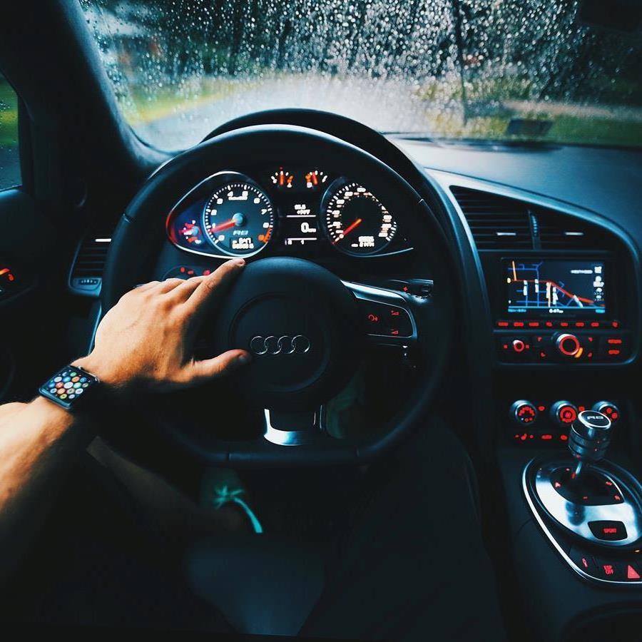 Przydatne porady dotyczące zakupu odpowiedniego ubezpieczenia samochodowego